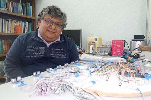 """El Grupo Hipercubo de la BUAP diseña """"Piano Humano"""" para niños invidentes"""