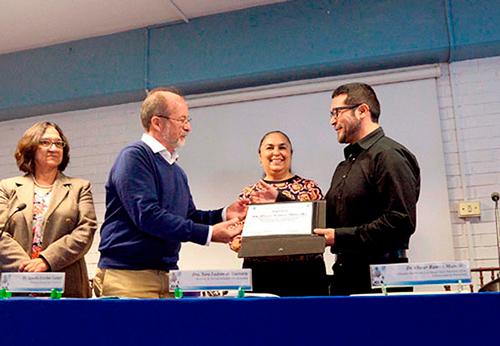 Investigador gana el premio por Mejor Tesis Doctoral - Benemérita Universidad Autónoma de Puebla