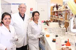 Para atender problemas nacionales, investigador sintetiza nuevos agentes anticancerígenos